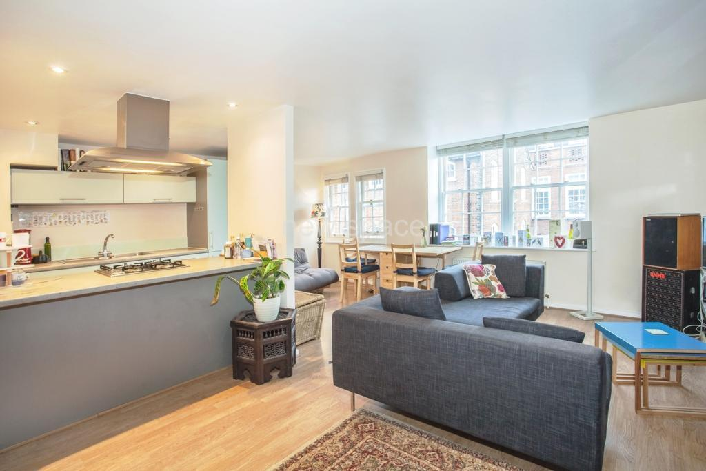 2 bedroom flat in Artisan Court, Lansdowne Drive, London Fields, E8