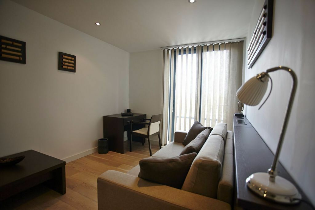 Kilburn Park. Stylish self-contained studio apartment in modern building.