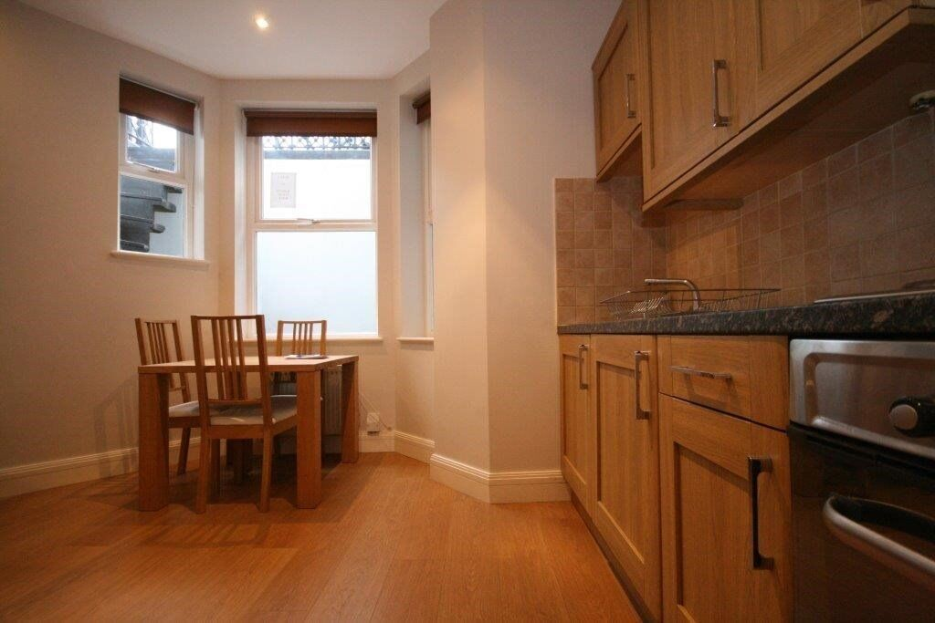 Newly refurbished to a high spec, 2 bed flat with ample storage in Barons court–Great price £350pw!