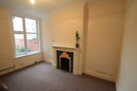 Large well presented house with period features in Clarendon park
