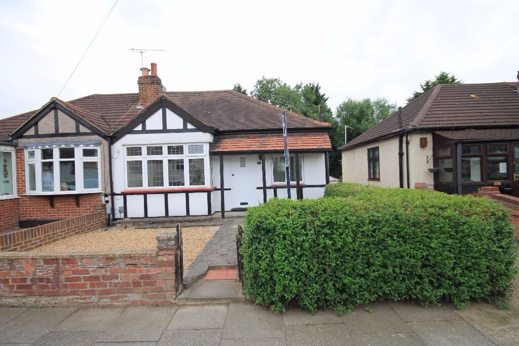 CHARMING 2 BEDROOM SEMI DETACHED BUNGALOW LOCATED IN HAROLD WOOD