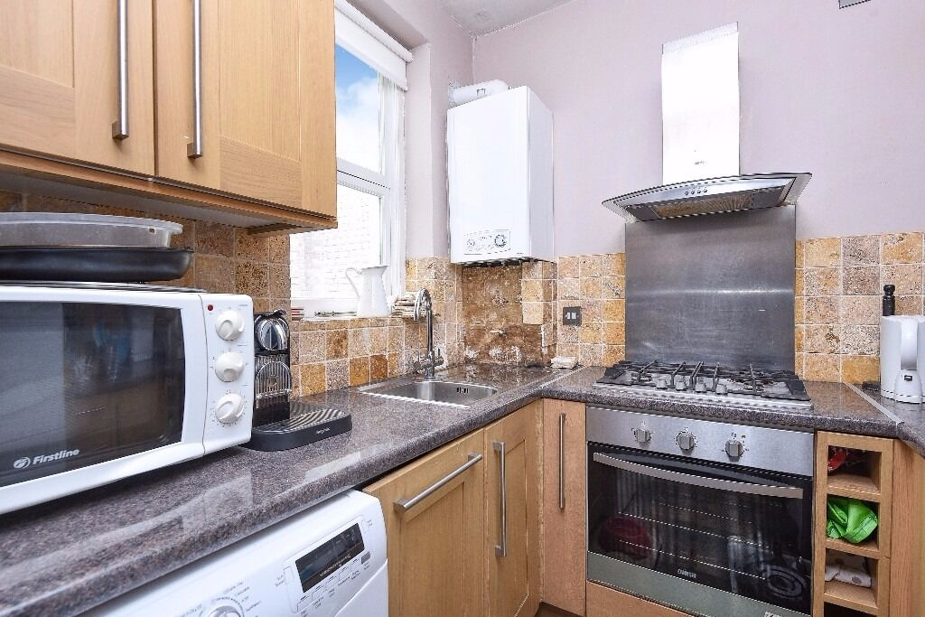 We are pleased to present this lovely two bedroom apartment to rent, situated on Hillfield Park