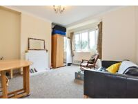A fantastic first floor two double bedroom flat available to rent, situated on Tooting Grove.