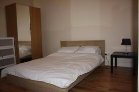 MASSIVE DOUBLE ROOM AVAILABLE NOW IN TOTTENHAM. COUPLES OR TWO FRIENDS ARE WELCOME.