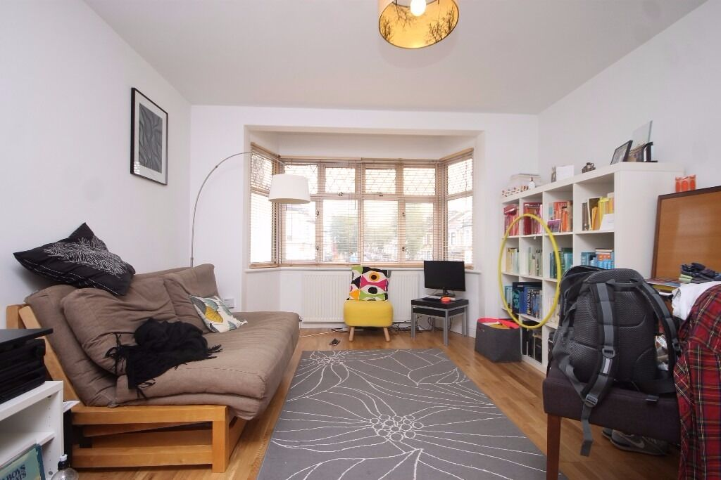 ONE BEDROOM FIRST FLOOR FLAT IN WALTHAMSTOW CENTRAL