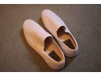 Men's Slip On Casual Shoes, White Mesh, Size 10, unworn!