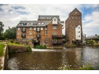 Stunning 2 bedroom, riverside flat in Addlestone with gym and pool