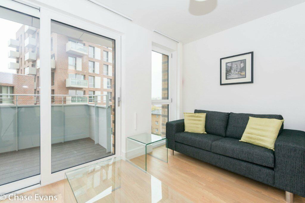 STUNNING DESIGNER FURNISHED ONE BEDROOM APARTMENT IN E3 BOW MOMENTS FROM STATION! GYM, CONCIERGE!