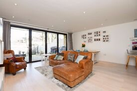 SHORT LET: STUNNING NEW BUILD ECO-HOUSE SET WITHIN A QUIET MEWS CLOSE TO HIGHGATE VILLAGE