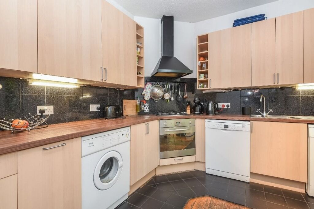 A Bright & Spacious Two Bedroom Victorian Maisonette On Oakmead Road - £1875pcm