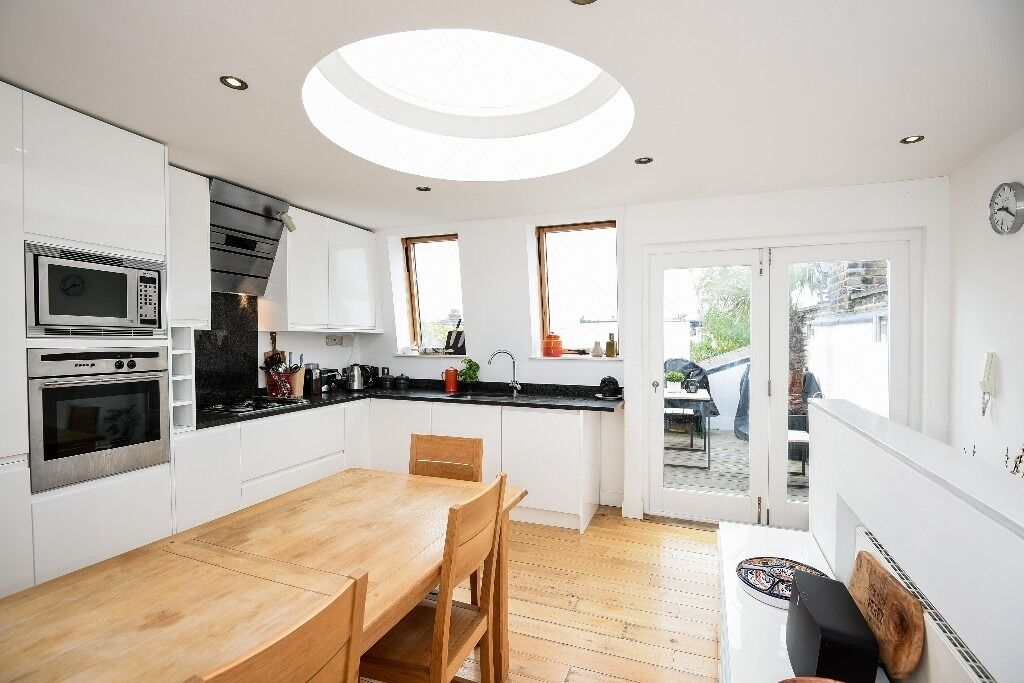 A beautifully presented two bedroom and two bathroom apartment, Queensmill Road SW6