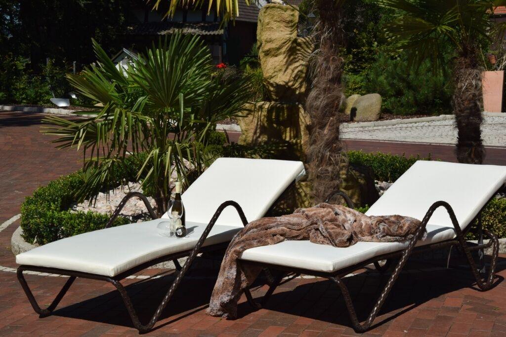 essella polyrattan sonnenliegen set wellness. Black Bedroom Furniture Sets. Home Design Ideas