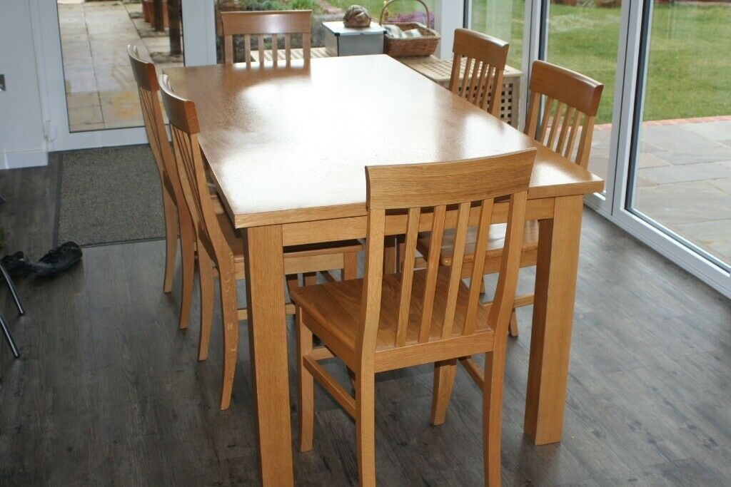 LIGHT OAK DINING KITCHEN TABLE AND 6 MATCHING CHAIRS