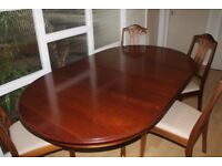 EXTENDING ROUND TO OBLONG SOLID WOOD QUALITY TABLE & 4 CHAIRS