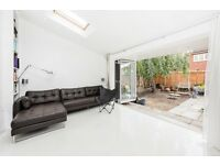 A rare opportunity to Let this high specification purpose built house. Split over three levels
