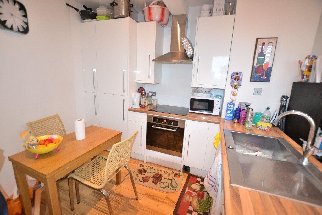Presenting a modern two bedroom apartment located moments from Croydon University Hospital.