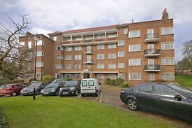 3 bedroom flat in Courtney House, Mulberry Close, Hendon, NW4