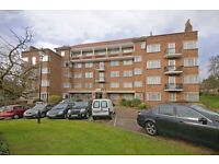 3 bedroom flat in Mulberry Close, Hendon, NW4