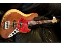 BASS GUITAR WALNUT AND MAPLE, Rosewood , Jazz Bass stunning quality
