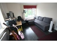 STUDIO APARTMENT IN ASHFORD near Feltham Sunbury Staines Shepperton Stanwell Heathrow Airport