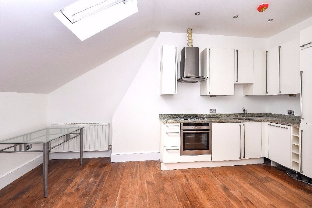 *** Beautifully presented split-level two double bedroom apartment, Finsbury Park, N4 ***