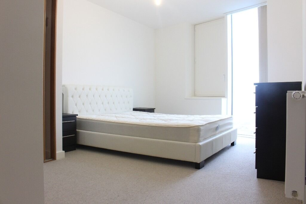 TWO BED TWO BATH TO RENT IN STRATFORD - SHORT WALK TO STATION AND WESTFIELD, 24 GYM AND CONCIERGE