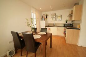 REDUCED!! Huge 4 bedroom house near station only £720pw!