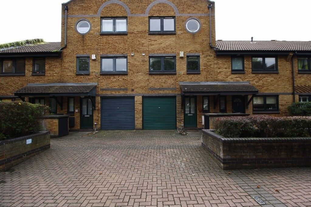** UNFURNISHED 3 BED TERRACE HOUSE WITH RARE GARDEN AND GARAGE IN ISLE OF DOGS, DOCKSLAND, E14 - AW