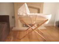 Shnuggle modern moses basket (ivory colour) with folding stand (includes two fitted sheets)