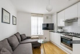 1 bedroom flat in Commercial Road, London, E14 (1 bed) (#1168476)