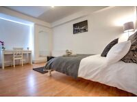 Extra-large double room! Book your viewing NOW!