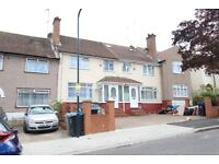 FABULOUS 5 BEDROOM LARGE EXTENDED HOUSE WITH 2 CAR DRIVE NEAR GOOD TRANSPORT, SHOPS, SCHOOLS & PARK