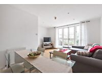 *THREE BEDROOM FLAT* A three bedroom flat with a roof terrace on Dawes Road in Fulham.