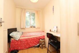BRIGHT room near LIVERPOOL STREET ! NO FEE !