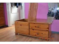 VERY SOLID PINE CHEST OF DRAWERS TRUNK COFFEE TABLE STORAGE BOX TOY BEDROOM FURNITURE