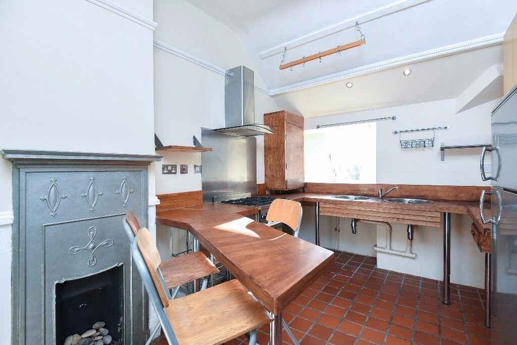 MUST BE SEEN!*Large double bedroom*Spacious and bright reception room *Eat in kitchen*DREWSTEAD