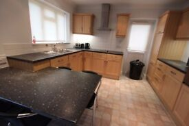 ensuite room beautifully decorated bills inclusive near heathrow with parking