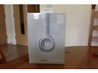 BEATS SOLO 2 WIRELESS HEADPHONES. BRAND NEW IN BOX. NEVER OPENED. 3 DAYS OLD. UNWANTED. SILVER.