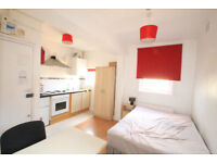 Bright and spacious studio located on the lively Holloway Road, moments from the tube station.