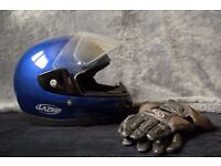 "Motorcycle helmet and gloves. ""Lazer Fiber One. Dyneema Carbon mix. Size XL. Double visor model."