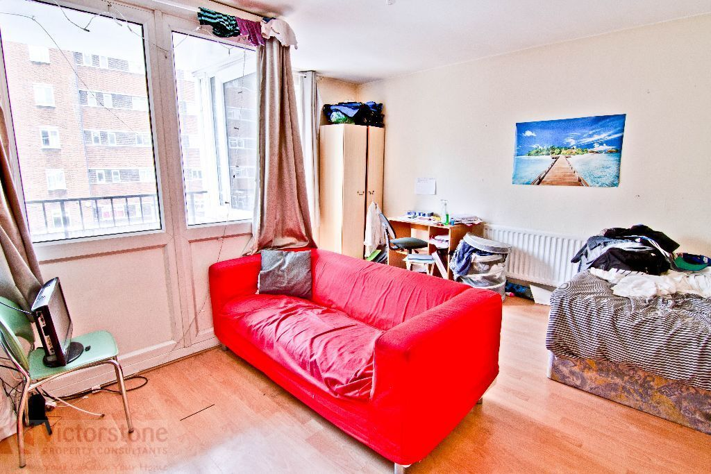 4 Bed flat with eat in Kitchen 10 minute walk to Euston, available July - GAS BILL INCLUDED