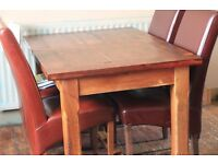 lovely solid oak dinning table for sale