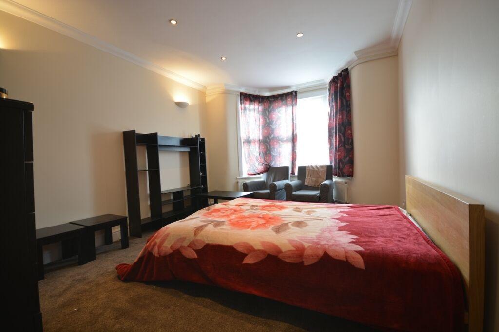 1 bedroom flat in High Road, Seven Kings, IG3