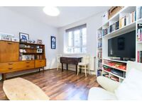 Large, Recently Decorated Two Double Bed Flat Close to Canonbury and Newington Green