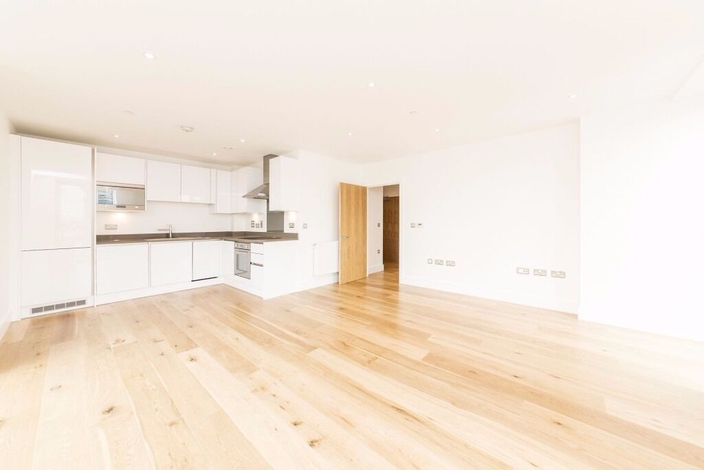BRAND NEW 1 bedroom flat to rent 5 mons from Canning Town station, Canary Wharf views from Balcony