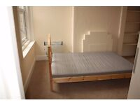 A double bedroom is to let, situated within a shared flat & located in the heart of Palmers Green