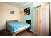 Nice Clean Double Room to Rent in Town Centre Close to Train Station & University