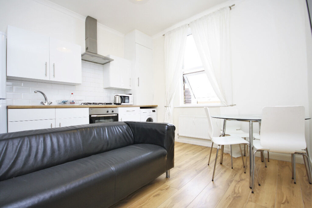 Fully furnished 2-bedroom flat in a period terrace just 2 mins from New Cross station