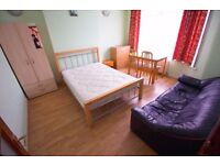 Deluxe Double Room -Zone 3- Luxery Garden - Near Tube station