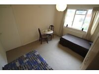 PERFECT TWIN ROOM TO SHARE WITH A FRIEND 1 MINUTE WALK FROM TUFNELL PARK STATION//14B
